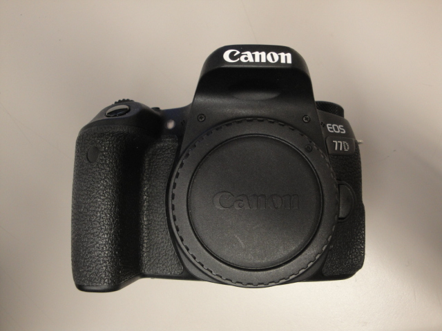 EOS 77D - USED